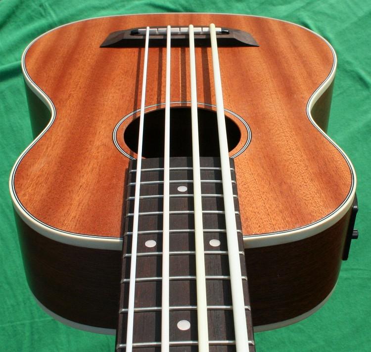 bass ukulele piezo pu korpus sapele mahagoni hals aquila strings mensur 530mm ebay. Black Bedroom Furniture Sets. Home Design Ideas